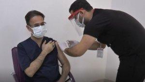 Gaziantep'te ilk korona aşısı il sağlık müdürüne yapıldı