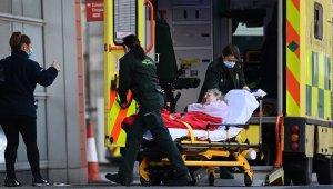 İngiltere'de Covid-19'a bağlı can kaybı 100 bine yaklaştı