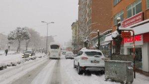 Kilimli'de yoğun kar yağışı hayatı felç etti
