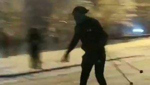 Kısıtlama sebebiyle Uludağ'a çıkamayınca sokakta kayak yaptı