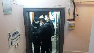 Kumarhaneye çevrilen apartman dairesine polis baskını