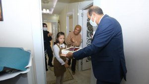 Şehidin kızına emniyet müdüründen doğum günü sürprizi