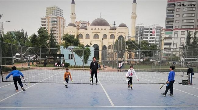 Seyhan'dan 3 ayrı noktada tenis kursu