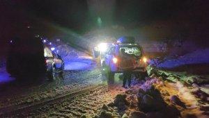Siirt'te kar nedeniyle mahsur kalan hasta kadın UMKE ekiplerince kurtarıldı