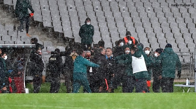 Süper Kupa maçında saha kenarı karıştı!