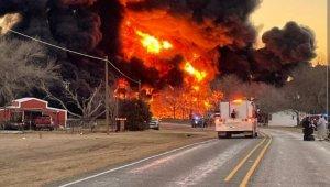 ABD'de petrol taşıyan tren ile tır çarpıştı