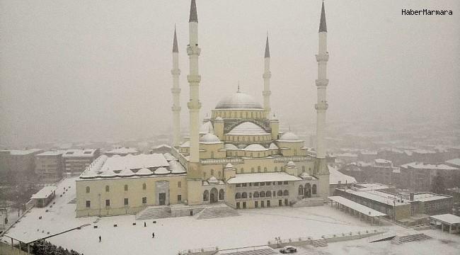 Ankara'nın incisi Kocatepe Camisi beyaza büründü