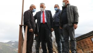 """Başkan Kılıç: """"Evi yanan Mehmet Yurt amcamızın her zaman yanındayız"""""""
