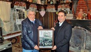 Bursa'nın ilk şekercisinin torunundan Kardelen Kültür Evi'ne anlamlı bağış
