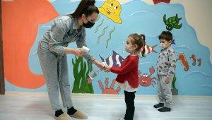 Çocuklar Bilgi Evleri'nde sevgiyle yetişiyor