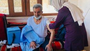 Gercüş'te 65 yaş ve üzerine korona aşısına başlandı