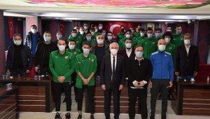 Isparta Belediye Başkanı Başdeğirmen, Isparta32spor'la buluştu