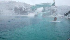 Kar altında termal keyfi