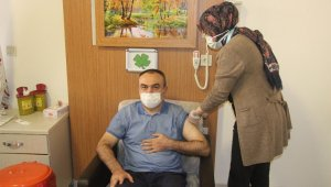 Kilis'te protokol üyeleri korona aşısı oldu