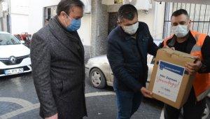 Kuşadası Belediyesi ihtiyaç sahibi vatandaşlara verdiği desteği sürdürüyor