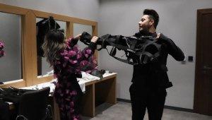 Pandemiden esinlenen moda tasarımcıdan ilginç kostüm tasarımı