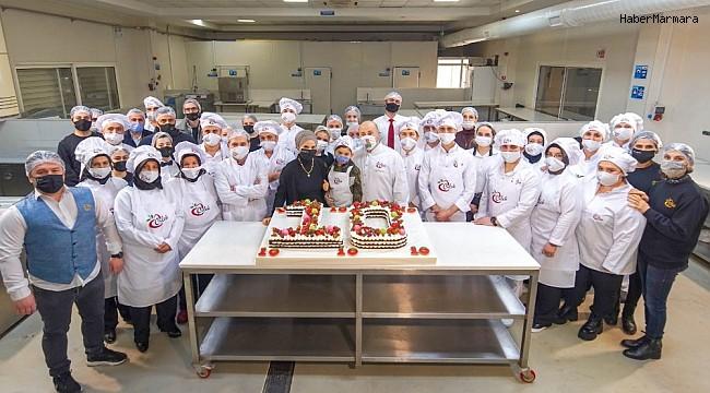 Sağlık çalışanları ile pastalı kutlama