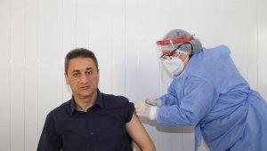 Sinop Valisi Karaömeroğlu korona aşısının ilk dozunu yaptırdı
