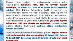 Uşak'ta okullar 2 gün daha tatil edildi