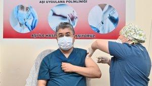 Vali Erdinç Yılmaz korona aşısı yaptırdı