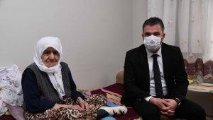 Asırlık çınar Fatma Anayurt'a anlamlı ziyaret