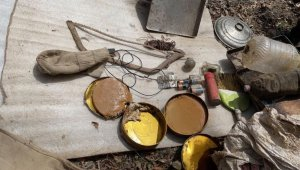 Bitlis'te teröristlere ait yaşam malzemesi ele geçirildi