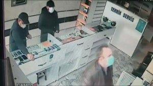 Cep telefonu dükkanından hırsızlık kamerada