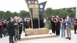 Denizli'de 'Sağlık Çalışanlarına Saygı Anıtı' 14 Mart Tıp Bayramı'nda törenle açıldı