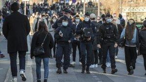 Fransa'da son 24 saatte 27 bin 166 yeni vaka