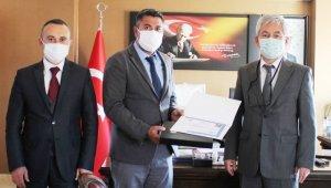 Gömeç'te okul müdürü Akdeniz'e büyük onur
