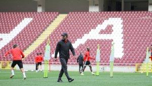 Hatayspor, yeni stadyumunda yaptığı antrenmanla çalışmalarını sürdürdü