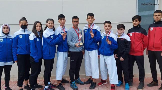 Sivas Belediyespor karate takımı Türkiye 3.'sü oldu