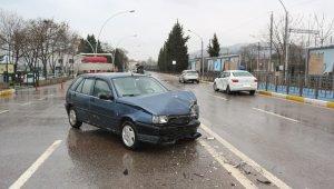 U dönüşü yapmak isterken kazaya sebep oldu: 3 yaralı