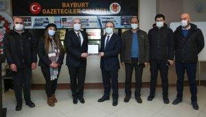 Vali Cüneyt Epcim, Bayburt Gazeteciler Cemiyeti'ni ziyaret etti