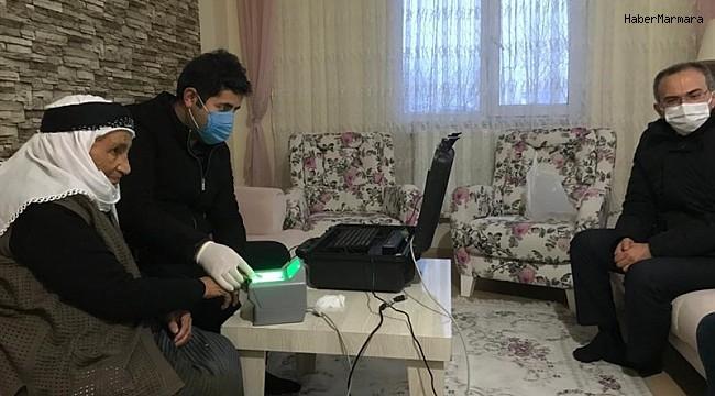 Ardahan'da hasta ve yaşlılara 'evde nüfus cüzdanı' hizmeti