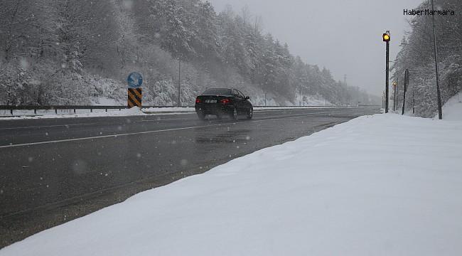 Bolu Dağı'nda kar yağışı devam ediyor