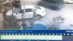 Bursa'da jip sürücüsünün uyuyan köpeği ezdiği anlar güvenlik kamerasına yansıdı
