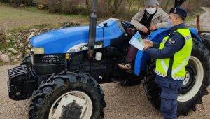 Çiftçilere güvenli traktör kullanım el kitabı dağıtıldı