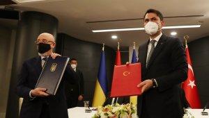 """""""Mevcut krizin Ukrayna'nın toprak bütünlüğü temelinde diplomatik yöntemlerle çözülmesi gerektiğini inanıyoruz"""""""