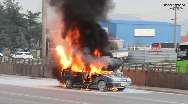 D-100'de alev alev yanan otomobil küle döndü