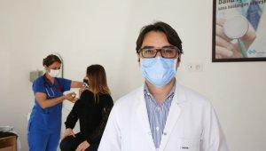 """Doç. Dr. Ferit Kuşcu: """"Aşı, salgınla mücadelemizde en büyük silah"""""""