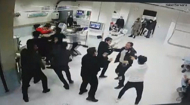 Hasta yakınlarının sağlık çalışanlarına saldırı anı kameraya yansıdı