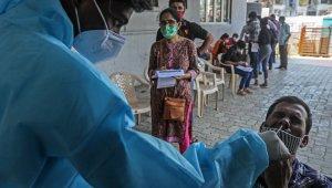 Hindistan'da salgında yeni rekor: son 24 saatte 161 bin 736 vaka
