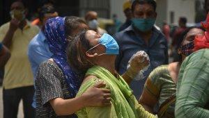 Hindistan'da salgında yeni rekor: Son 24 saatte 379 bin 257 vaka, 3 bin 645 ölüm