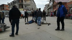 İki motosiklet kafa kafaya çarpıştı: 2 yaralı