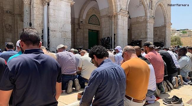 Mescid-i Aksa'da Ramazanın üçüncü cumasına 60 bin kişi katıldı