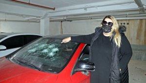 Öfkeli genç, Rus kadının lüks aracını hurdaya çevirip cep telefonuyla da kaydetti
