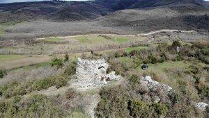 Ormanların içinde 2 bin yıldır ayakta kalan kale ziyaretçilerini bekliyor