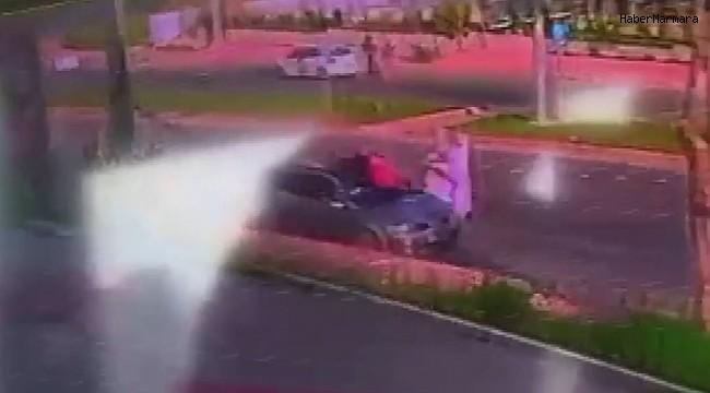 Otomobil kağıt toplayıcısına böyle çarptı