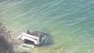 Otomobil Van Gölü'ne uçtu: 4 yaralı